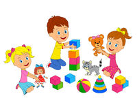 Il ragazzo e il girsl stanno giocando con i giocattoli Immagini Stock Libere da Diritti