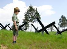 Il ragazzo e la guerra Fotografia Stock Libera da Diritti