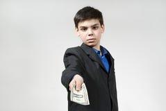 Il ragazzo gli dà i certi soldi Immagini Stock Libere da Diritti