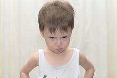 Il ragazzo guarda askance Fotografia Stock Libera da Diritti