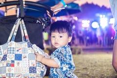 Il ragazzo nel festival di musica Fotografie Stock Libere da Diritti