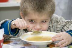 Il ragazzo pranza Fotografia Stock