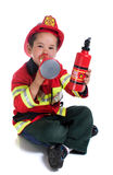 Il ragazzo quinquennale in costume del vigile del fuoco Fotografia Stock
