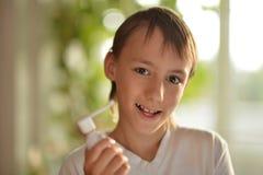 Il ragazzo si è ammalato con un freddo Fotografie Stock Libere da Diritti