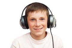 Il ragazzo sta ascoltando musica sulle cuffie Fotografia Stock Libera da Diritti