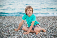 Il ragazzo sulla spiaggia Fotografia Stock Libera da Diritti