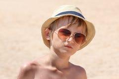 Il ragazzo sulla spiaggia Fotografia Stock