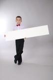 Il ragazzo tiene la scheda bianca Immagine Stock