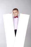 Il ragazzo tiene la scheda bianca due Fotografia Stock