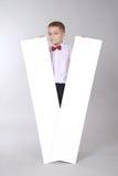 Il ragazzo tiene la scheda bianca due Fotografia Stock Libera da Diritti