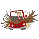 Il ramo di albero danneggia l'automobile nella tempesta del vento immagine stock libera da diritti