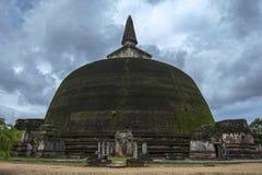 Il Rankot Vihara alla capitale dello Sri Lanka antica di Polonnaruwa Immagini Stock