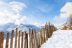 Il recinto di legno entra in nuvole Fotografia Stock Libera da Diritti