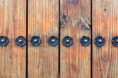 Il recinto di legno Metal Flower Stud avvita il dettaglio architettonico fotografia stock