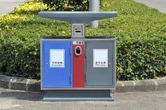 Il recipiente di riciclaggio che ricicla barilotto Fotografia Stock