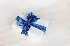 Il regalo dei bambini per la mamma Fotografia Stock Libera da Diritti