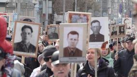 Il reggimento immortale Processione in memoria degli eroi morti della seconda guerra mondiale stock footage