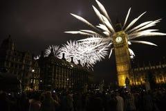 Il Regno Unito - Eventi - ` s Eve Fireworks del nuovo anno immagini stock libere da diritti