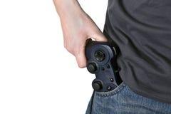 Il regolatore maschio del video gioco della stretta della mano gradice una pistola Fotografie Stock