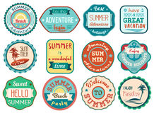 Il retro viaggio d'annata di vacanze estive di lerciume identifica e badges le icone degli autoadesivi messe Immagine Stock Libera da Diritti
