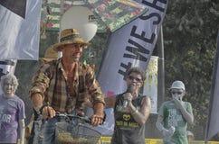 Il riciclaggio degli uomini si diverte al funzionamento di colore di Rimini Immagine Stock