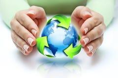 Il riciclaggio protegge il nostro pianeta Fotografie Stock Libere da Diritti