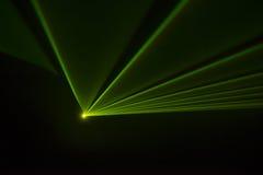 Il riflettore della fase con il laser rays il fondo di pendenza Fotografia Stock