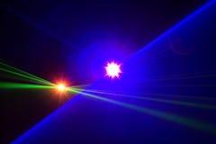Il riflettore della fase con il laser rays il fondo di pendenza Immagini Stock
