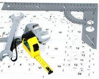 Il righello del metallo e lo schema elettrico. Immagini Stock Libere da Diritti