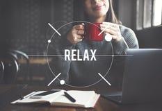 Il rilassamento si rilassa raffredda fuori il concetto di riposo di serenità di pace fotografie stock