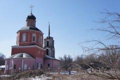 Il ripristino di una chiesa ortodossa vicino a Mosca Fotografie Stock Libere da Diritti