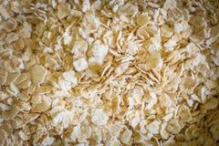 Il riso dell'avena in ciotola bianca sull'immagine di legno di tono del verme del tavolo della presidenza Immagine Stock Libera da Diritti