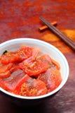 Il riso di Vinegared ha superato con lo sgombro grezzo affettato fotografie stock