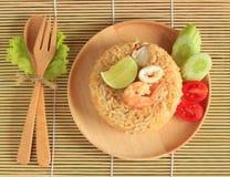 Il riso fritto con gamberetto ed il calamaro è servito su un piatto Fotografia Stock Libera da Diritti