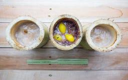 Il riso glutinoso ha arrostito in giunti di bambù Immagini Stock Libere da Diritti
