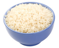 Il riso a grana lunga bollito in un primo piano lilla della ciotola è Immagine Stock Libera da Diritti