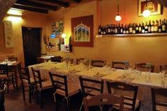 Il ristorante ha chiamato Tavern in città medievale di Montefalco in Italia fotografia stock