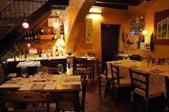 Il ristorante ha chiamato Tavern in città medievale di Montefalco in Italia fotografia stock libera da diritti