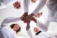 Il ritratto dei cuochi unici team un le mani ed incoraggiare Fotografia Stock Libera da Diritti
