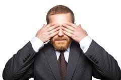 Il ritratto del primo piano dell'uomo d'affari bello con la barba facciale nella condizione nera del vestito ed ha chiuso i suoi  fotografie stock