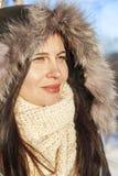 Il ritratto del ` s della ragazza nell'inverno in un cappuccio Fotografia Stock Libera da Diritti