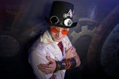 Il ritratto dell'uomo nello stile di punk del vapore Fotografie Stock