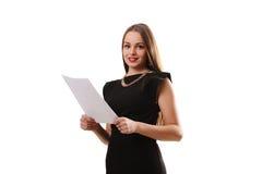 Il ritratto della donna di affari di sorriso con il bordo bianco in bianco su bianco è Immagini Stock Libere da Diritti