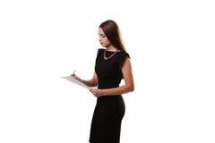 Il ritratto della donna di affari di sorriso con il bordo bianco in bianco su bianco è Immagine Stock Libera da Diritti