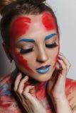 Il ritratto della ragazza del modello di moda con variopinto compone Immagine Stock