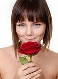 Il ritratto di bella ragazza con è aumentato immagini stock