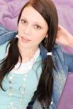 Il ritratto di giovane ragazza felice dell'allievo si distende Fotografia Stock Libera da Diritti