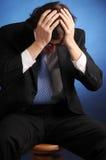 Il ritratto di giovane uomo d'affari disperato Fotografie Stock Libere da Diritti