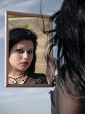 Il ritratto di una donna ha riflesso Fotografia Stock