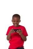 Il ritratto di una scuola ha invecchiato il ragazzo con un telefono cellulare Fotografia Stock